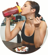 woman drinking breakfast smoothie